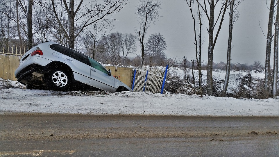 A Guide To How And When You Should Contact A Car Accident Lawyer